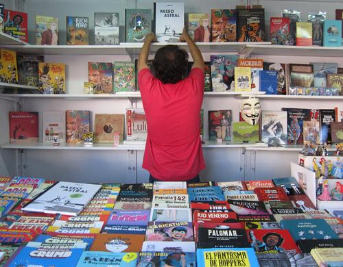 Xaime Lis na caseta de Komic Librería no Salón Viñetas desde o Atlántico